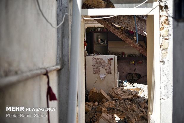 ریزش ناگهانی ساختمان مسکونی قدیمی بر سر رهگذران در خیابان نواب