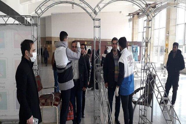 اخذ تست سلامت از مسافران در ورودی پایانه مرکزی تبریز