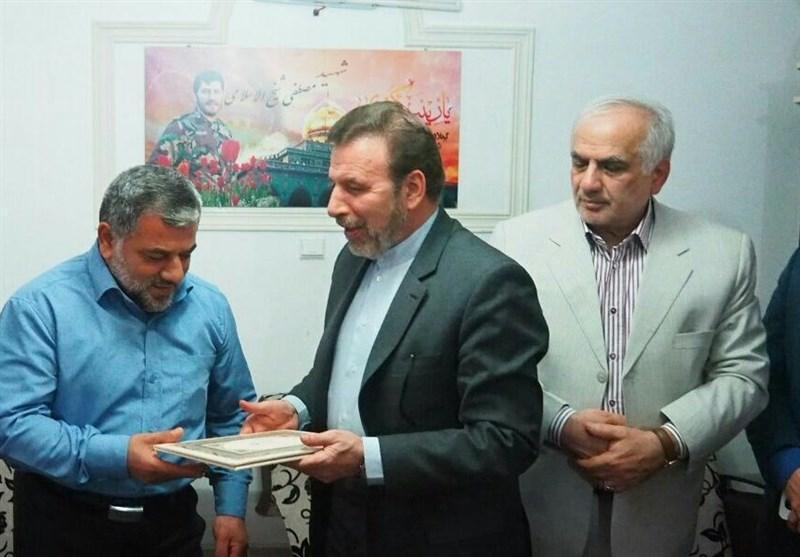 وزیر ارتباطات با خانواده شهید مدافع حرم در چالوس دیدار کرد