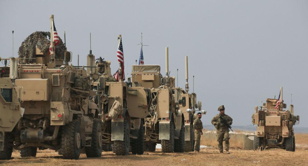 خبرنگاران یک کاروان نظامی آمریکا از عراق به سوریه منتقل شد