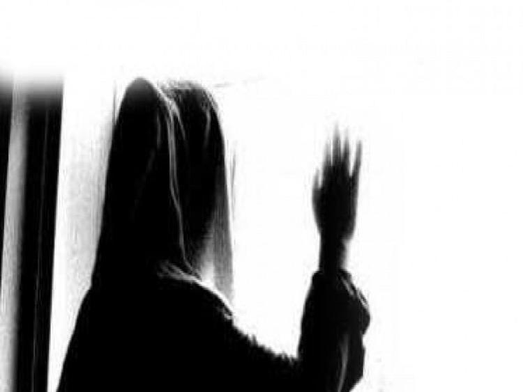 زن جوان: شوهرم را در پارتی شبانه کنار زنی با وضع زننده دیدم