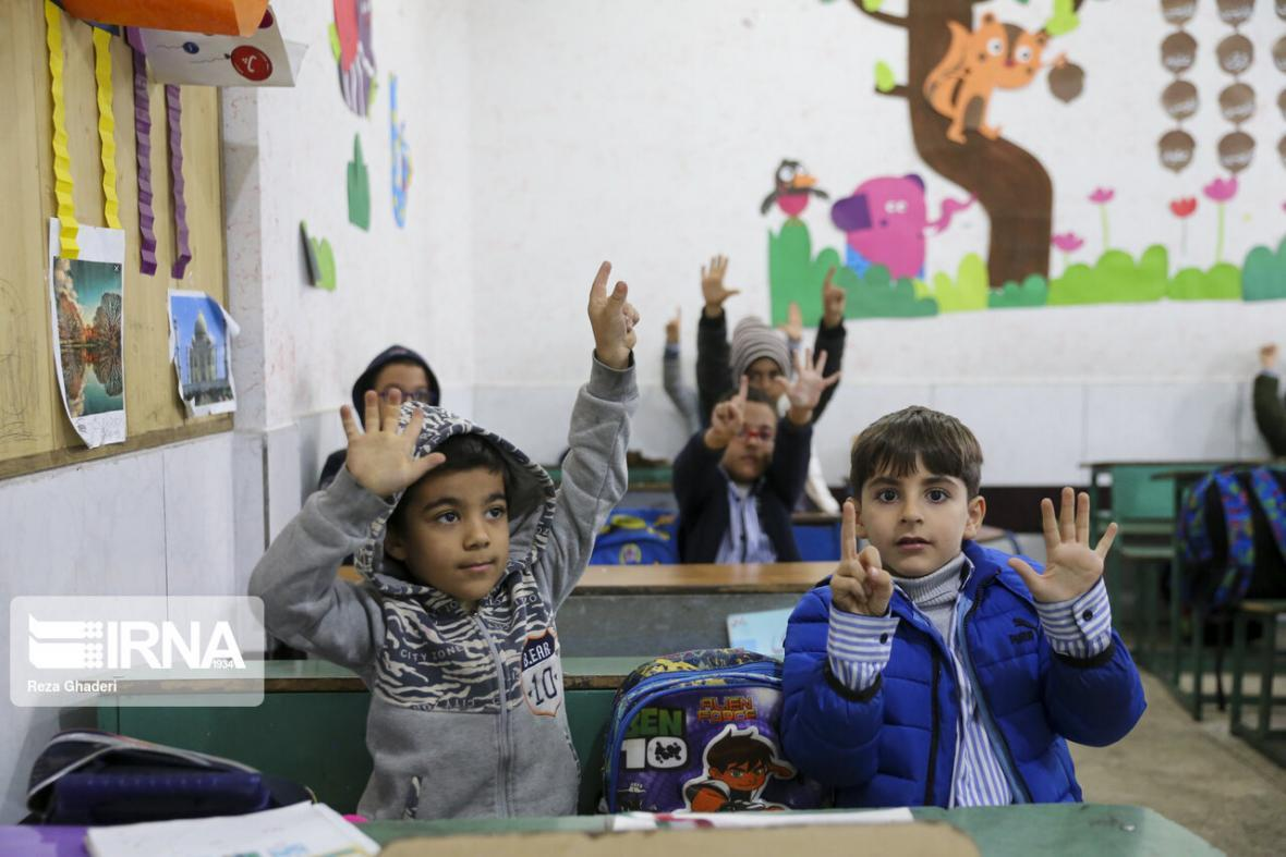 خبرنگاران 363 مدرسه مناطق روستایی کردستان باز است