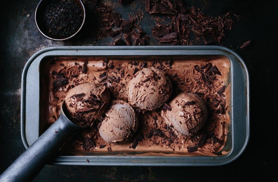 2 طرز تهیه بستنی شکلاتی خانگی چوبی و اسکوپی ایتالیایی بدون ثعلب