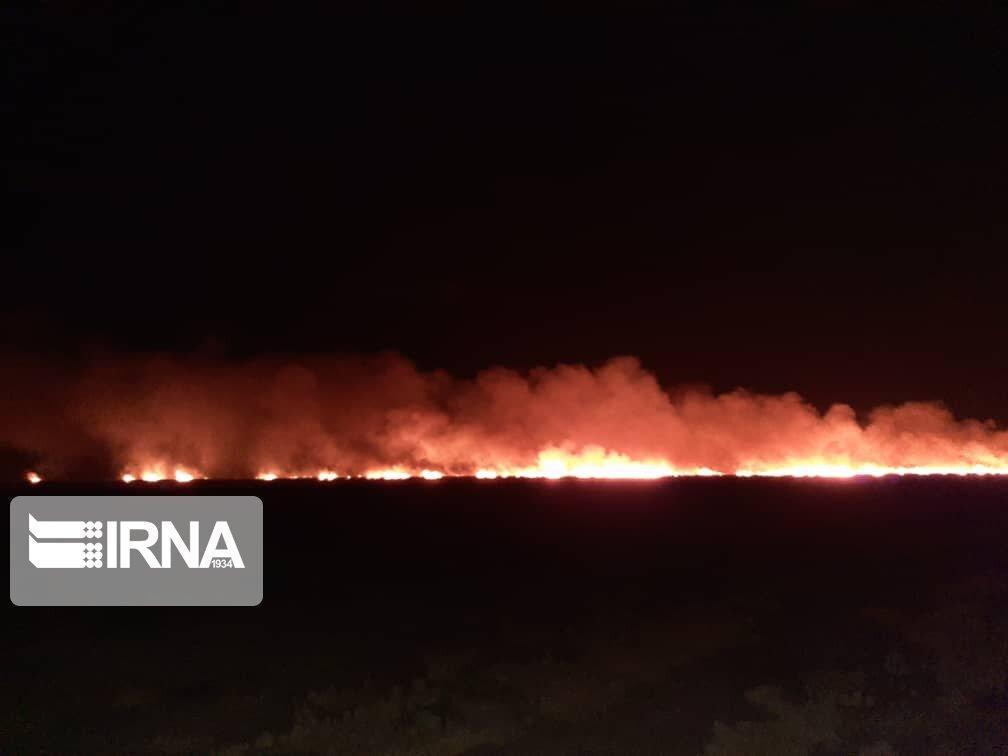 خبرنگاران آتش سوزی شبانه در ارتفاعات پارک ملی بمو