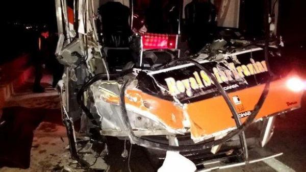 یک کشته در پی برخورد اتوبوس و کامیون در کاشان