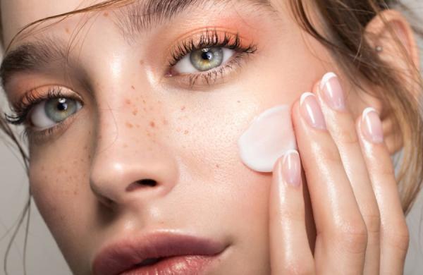 چگونه هم کرم ضد آفتاب بزنیم و هم آرایش داشته باشیم؟