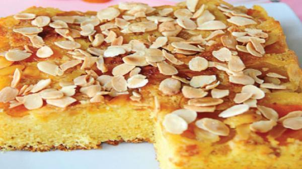 کیک زرد آلو و بادام